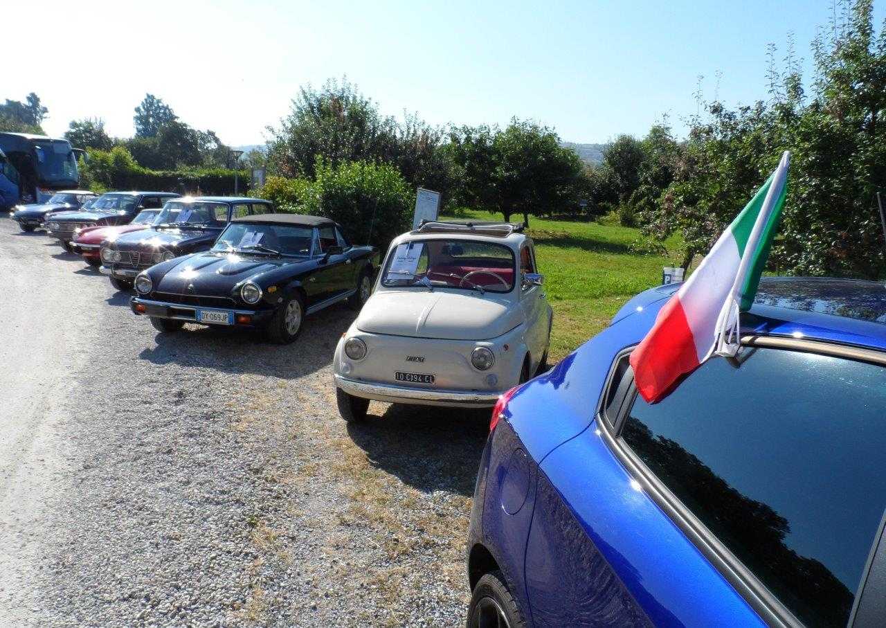 1-Driving-Vintage-Agenzia-Pollenzo_-Tour-accompagnati_guided-tour_tour_vintage-car_auto-depoca_driving-vintage_turismo_leisure_langhe_Turin_Torino_noleggio-auto_car-rental.JPG