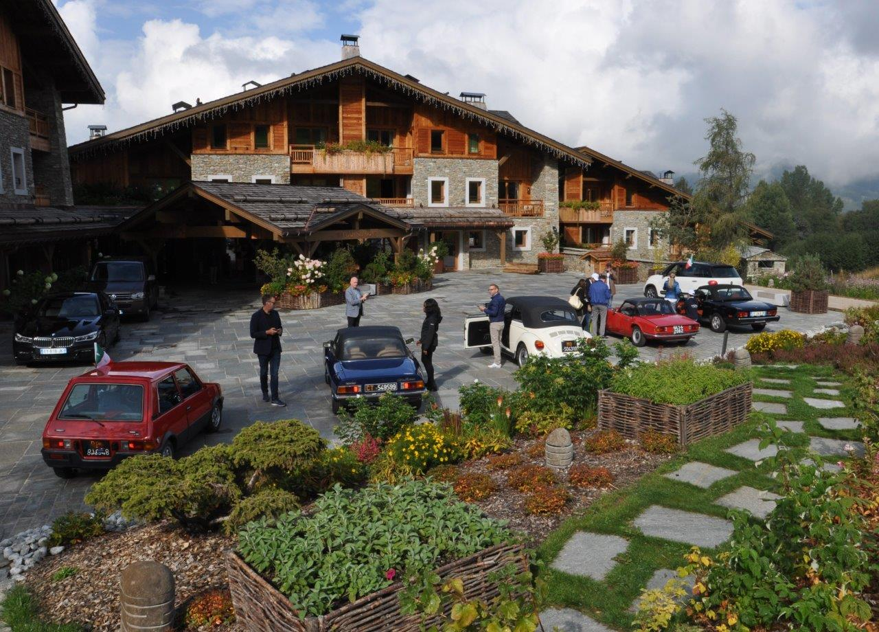 5-Megeve-Francia-Driving-Vintage--incentives_team-building_events_corporate_evento-aziendale_tour_Langhe_gruppo_Torino_auto-vintage_auto-depoca.jpg