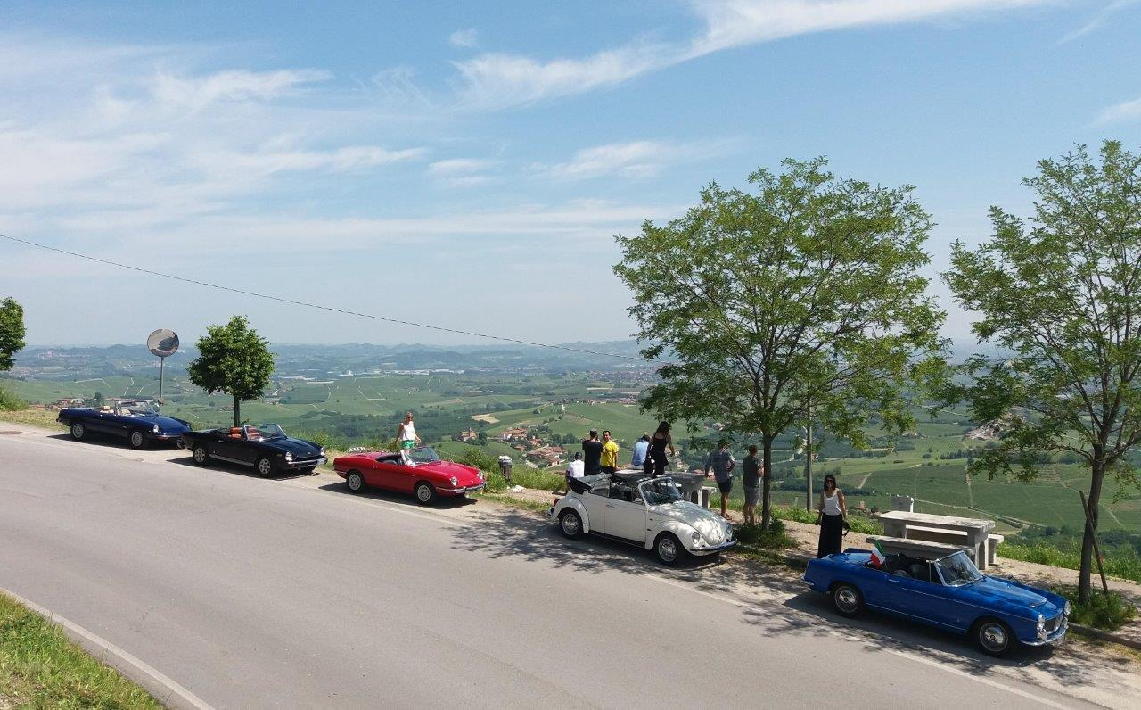 9-La-Morra-Driving-Vintage-Tour-accompagnati_guided-tour_tour_vintage-car_auto-depoca_driving-vintage_turismo_leisure_langhe_Turin_Torino_noleggio-auto_car-rental.jpg