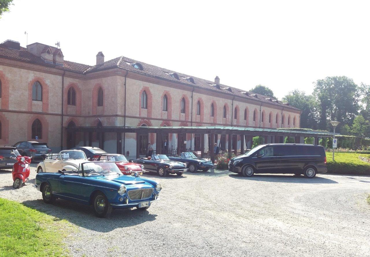B-Pollenzo-Driving-Vintage-Tour-accompagnati_guided-tour_tour_vintage-car_auto-depoca_driving-vintage_turismo_leisure_langhe_Turin_Torino_noleggio-auto_car-rental.jpg